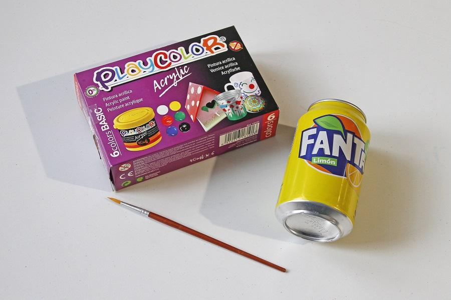 pintar-kokeshi-lata-reciclada